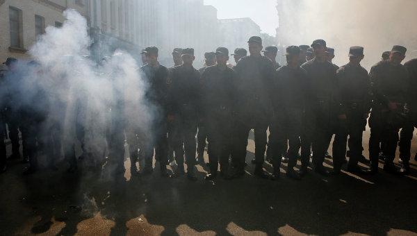Взбунтовавшихся украинских резервистов окружили нацгвардейцы. Украинский солдаты