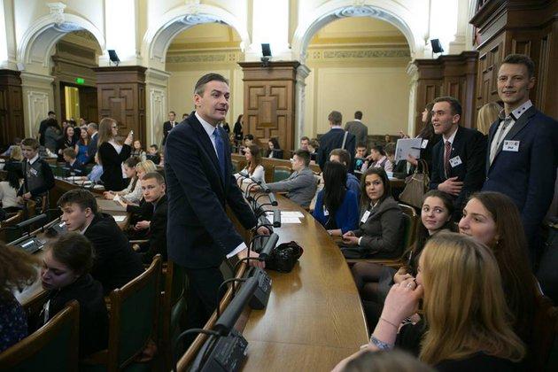 Кандидат в президенты Латвии обещает в случае победы говорить с русскоязычными жителями только по-русски. 320936.jpeg