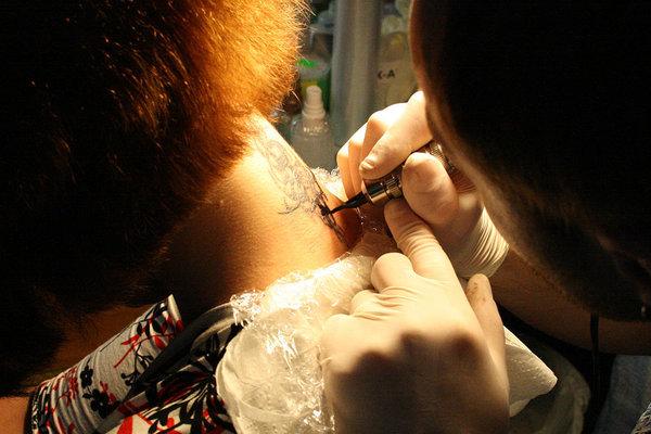 La Repubblica: Правительство Турции запрещает татуировки и макияж. 299937.jpeg