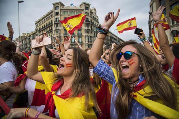 Каталонцы схлестнулись с полицией, заступаясь за своих вождей. Каталонцы схлестнулись с полицией на улицах Барселоны