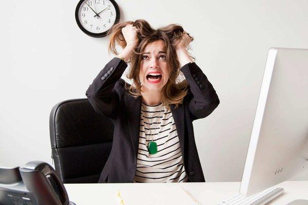 Стресс заставляет женщин переедать. стресс у женщин