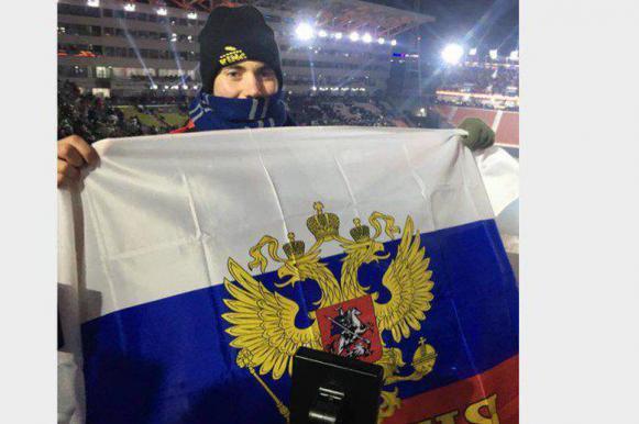 Американец развернул российский флаг на Олимпиаде в поддержку Шипулина и Ана. Американец развернул российский флаг на Олимпиаде в поддержку Ши