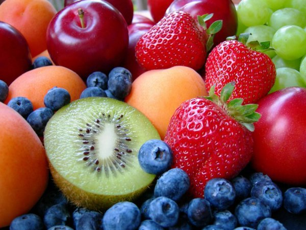 Королевское питание для наших детей - полезно и доступно. свежие фрукты