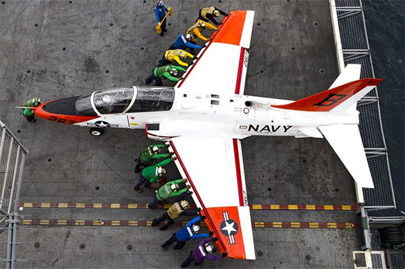 Пилоты-инструкторы ВМФ США отказались летать из-за опасных самол