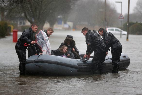 Наводнение мешает британцам хоронить усопших. 288947.jpeg