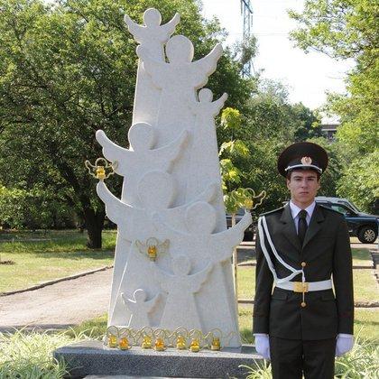 Монумент погибшим детям Донбасса открыли вЛуганске