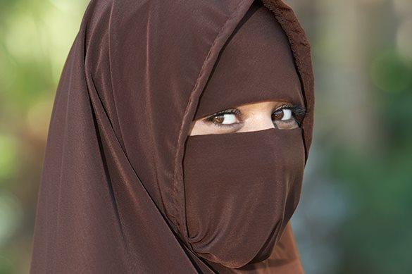 Латвия хочет запретить носить паранджу и другую одежду, закрываю