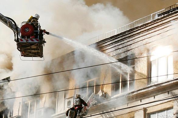 В Тульской области пожарные спасли семью из огня