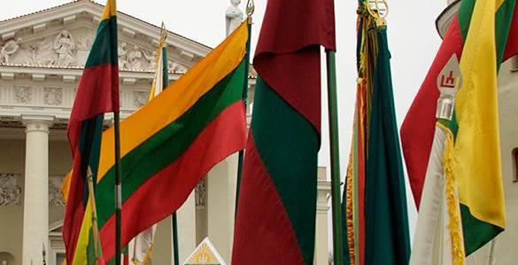 Литва задержала безымянного российского шпиона. флаги Литвы