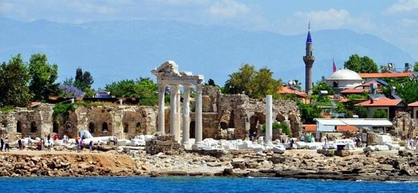 На какие курорты ездили древние римляне?. Руины храма Апполона