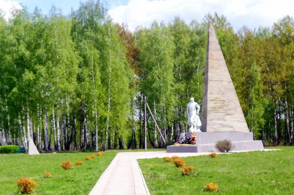 Под Орлом памятник советским воинам обнесли колючей проволокой. Под Орлом памятник советским воинам обнесли колючей проволокой