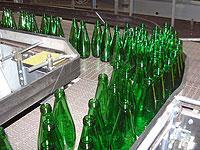 Российские стекольщики предлагают отказаться от повторного использования бутылок