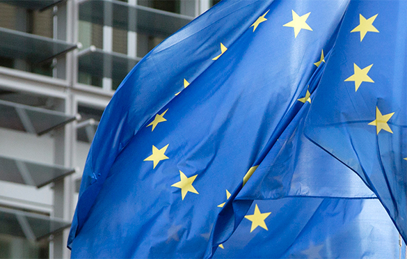 Макрон предлагает Франции выйти из Евросоюза