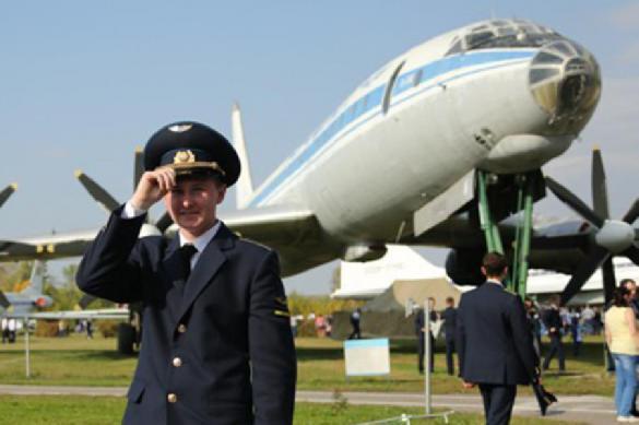 Прокуратура разрешила курсантам-летчикам танцевать голыми. Прокуратура разрешила курсантам-летчикам танцевать голыми