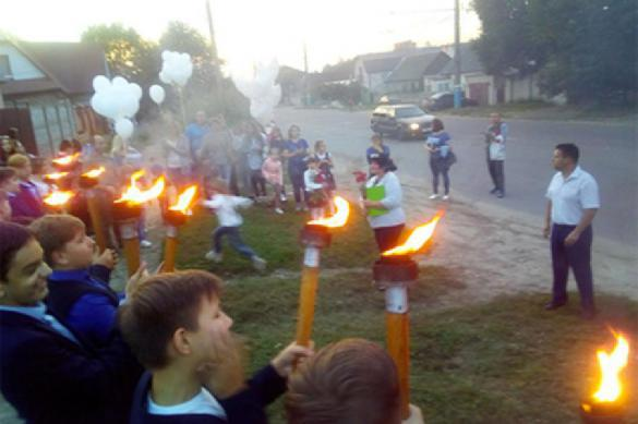Провинциальные школьники взяли в руки факелы, вспомнив о немецко-фашистских захватчиках. 391956.jpeg