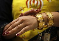 В Индии появился автомат, продающий золото и серебро. india
