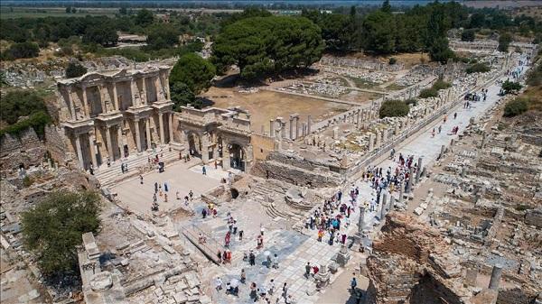 На какие курорты ездили древние римляне?. Античный город Эфес