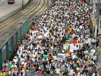 На демократический марш в Гонконге вышли почти 80 тысяч человек