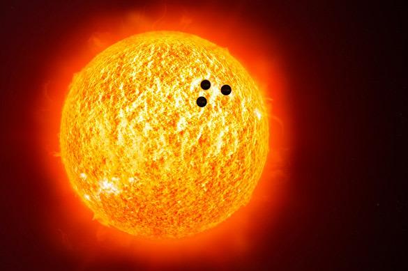 NASA зафиксировало три огромных НЛО на фоне Солнца