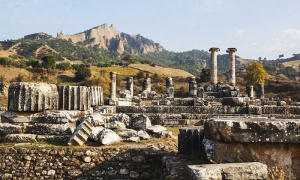 На какие курорты ездили древние римляне?. Древний город Сардис