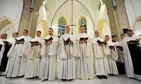 Монахи цистерцианцы зажигают попсу