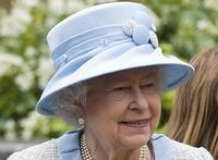 Британцы по-прежнему доверяют королеве