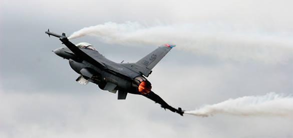 Британские СМИ раскрыли тайну о крупнейших за 13 лет учениях местных ВВС. Иностранный истребитель в небе