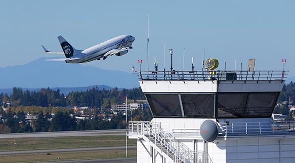 Иностранных пилотов стало так много, что их уже хотят запретить. самолет