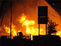 Столкновение бензовоза и грузовика в Мичигане привело к взрыву