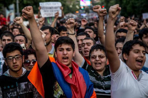 В Ереване объявили о бархатной революции. 385967.jpeg
