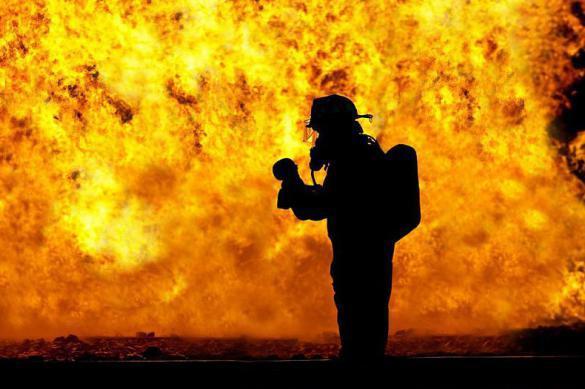 Взрыв на трубопроводе: горящая нефть идет на жилые поселки. Взрыв на трубопроводе: горящая нефть идет на жилые поселки
