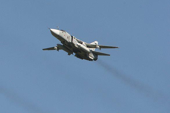 Су-24 пролетел над Дональдом Куком