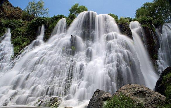 США выкручивают Армении провода. Водопад на реке Воропан в Армении