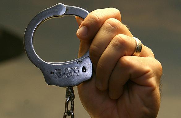 За плевок в полицейского сурового челябинца ждет тюрьма.