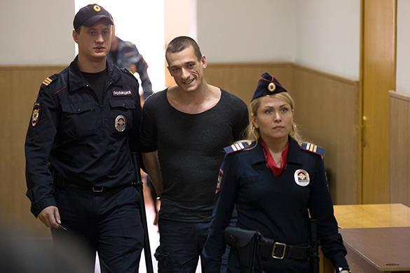 Провокационного художника Павленского не стали сажать