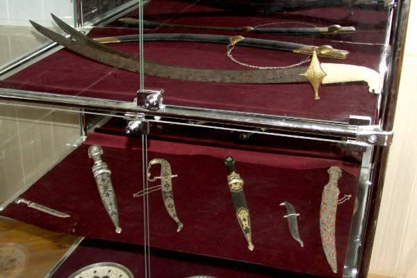 В Дагестане из музея украли шашку Надир-шаха ценой в миллион евро. В Дагестане из музея украли шашку Надир-шаха ценой в миллион евр