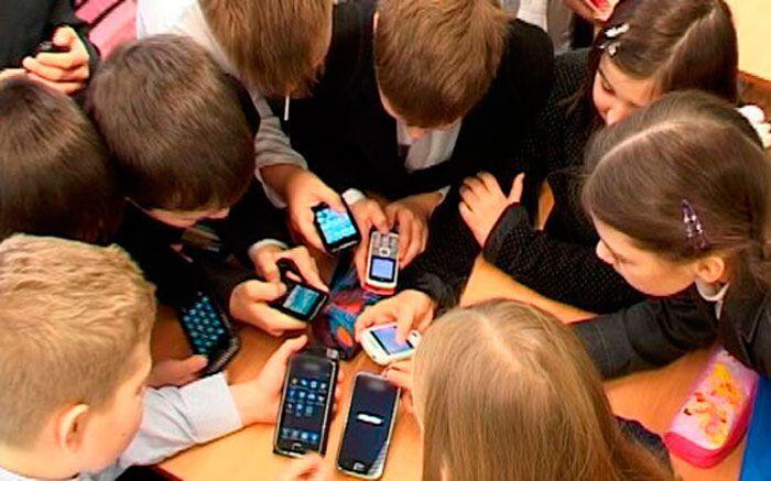 В Липецке восьмиклассников госпитализировали из-за мобильного приложения. В Липецке восьмиклассников госпитализировали из-за мобильного пр