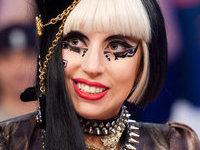 Секретарша требует с Леди Гага 380 тысяч за