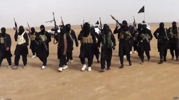 Канадские спецслужбы помогают ИГИЛ наемниками? - министр иностранных дел Турции. Исламские боевики с оружием в пустыне