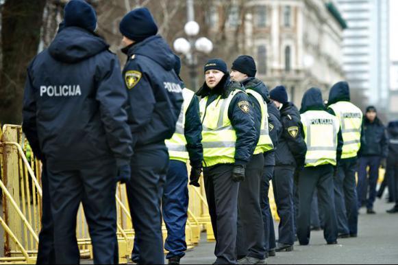 Латвийские полицейские станут толще и медленнее. Латвийские полицейские станут толще и медленнее
