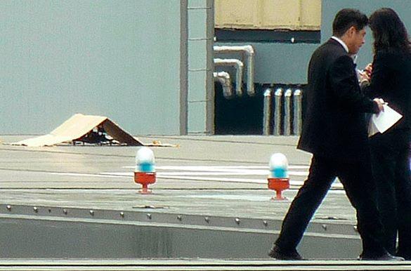 На резиденцию японского премьера сел беспилотник со знаком радиации. Беспилотник