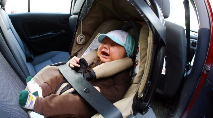 В Воронеже мать заперла двухлетнего ребенка в авто ради ночи с любовником. В Воронеже мать заперла двухлетнего ребенка в авто ради ночи с л