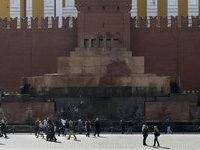 Приезжая устроила спиритический сеанс возле мавзолея Ленина. 264988.jpeg