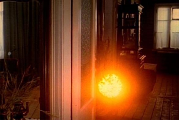 В окно к маленьким  новосибирцам заглянуло агрессивное НЛО. 377988.jpeg