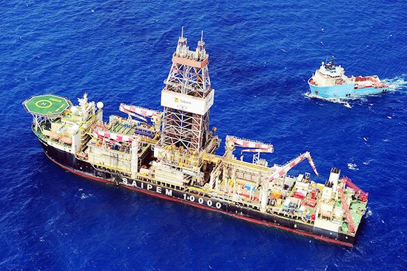 Военные корабли Турции остановили около Кипра буровое судно. Военные корабли