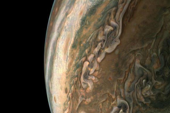 Юпитер сняли с максимально приближенного расстояния. Юпитер сняли с максимально приближенного расстояния