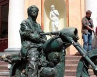 В Петербурге появился гипсовый Цой на мотоцикле