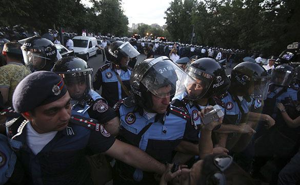 Действиям полиции при разгоне демонстрации в Ереване дадут правовую оценку. Протест в Ереване