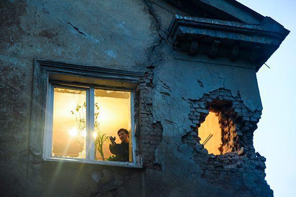 окно и дыра в стене, восток Украины