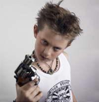 Школьник угрожал выбить деду глаз подаренным пистолетом